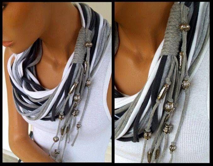 pour réaliser ce genre de collier c est tout simple !       il suffit d un vieux tee shirt trop petit ou taché ou que l'on ne met plus ensui...
