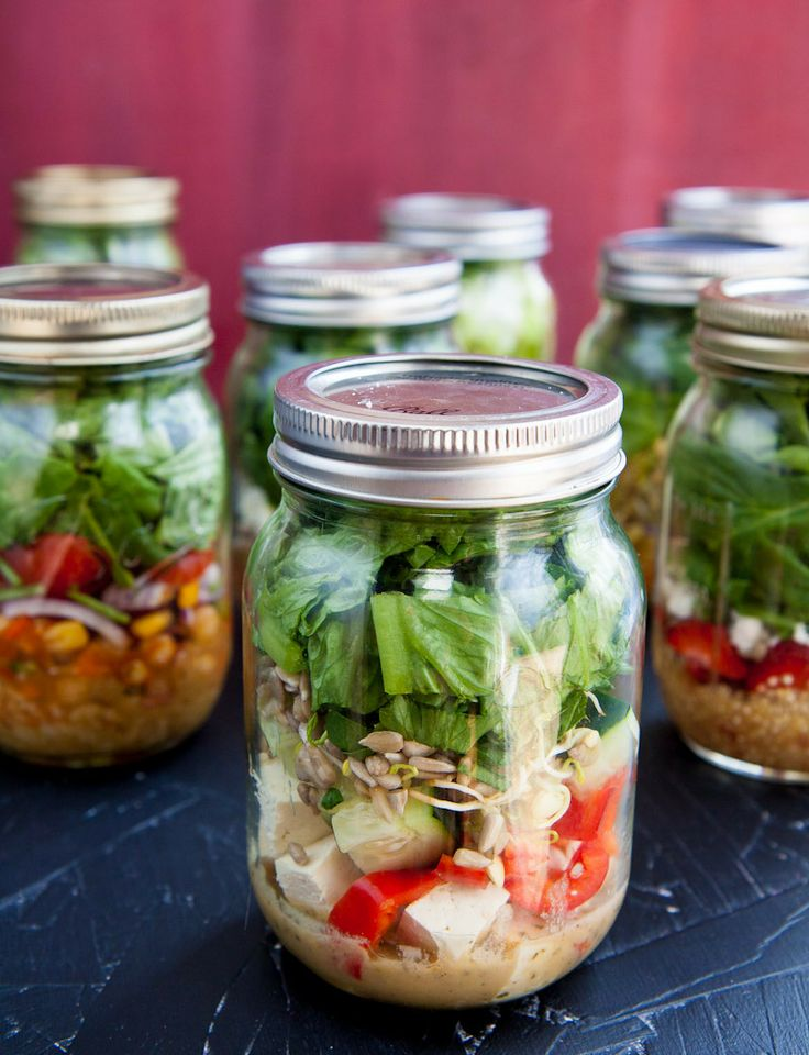 salads in a jar: Salad In A Jars, Salad In Jars, Jars Salad, Lunches Ideas, Saladinajar 101, Jars Meals, Jars Recipes, Mason Jars, Jars Lunches