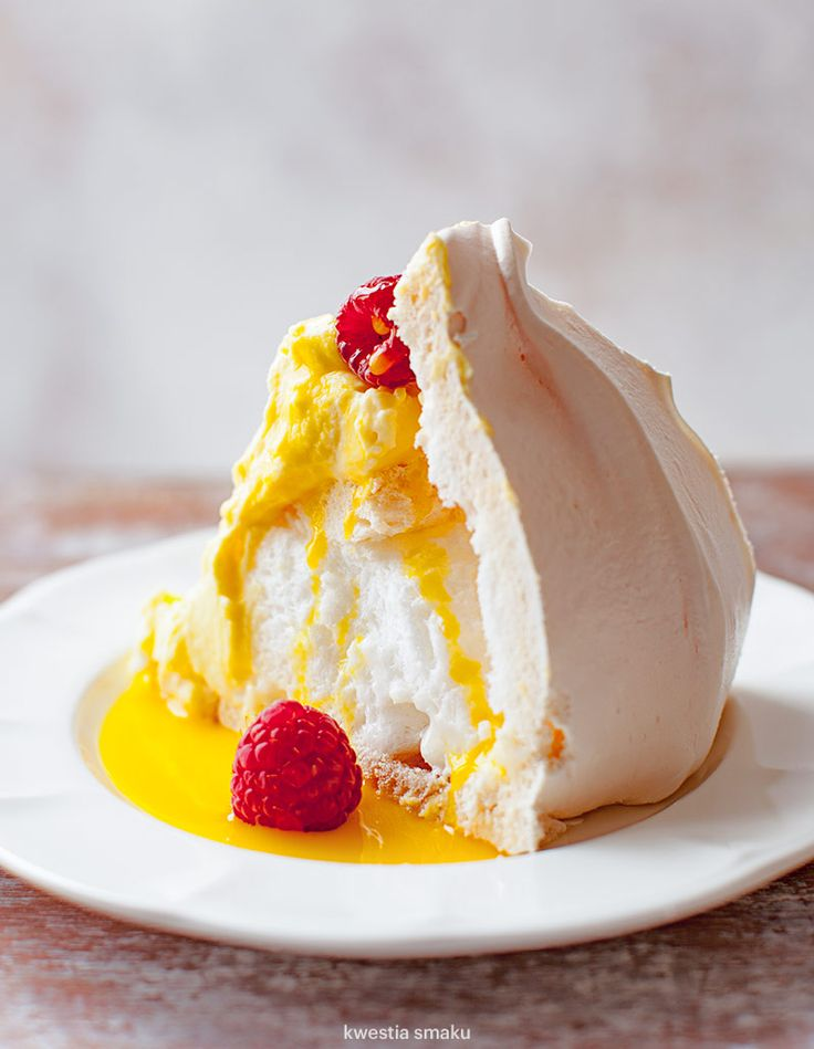 Bombardino pavlova with raspberries                              …