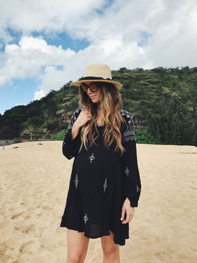 Perfect Beach Cover Up | summer fashion | summer style | beach fashion | style for the beach | style for summer | fashion tips for summer | how to style a beach cover up | fashionable swimsuit cover ups || The Girl in the Yellow Dress