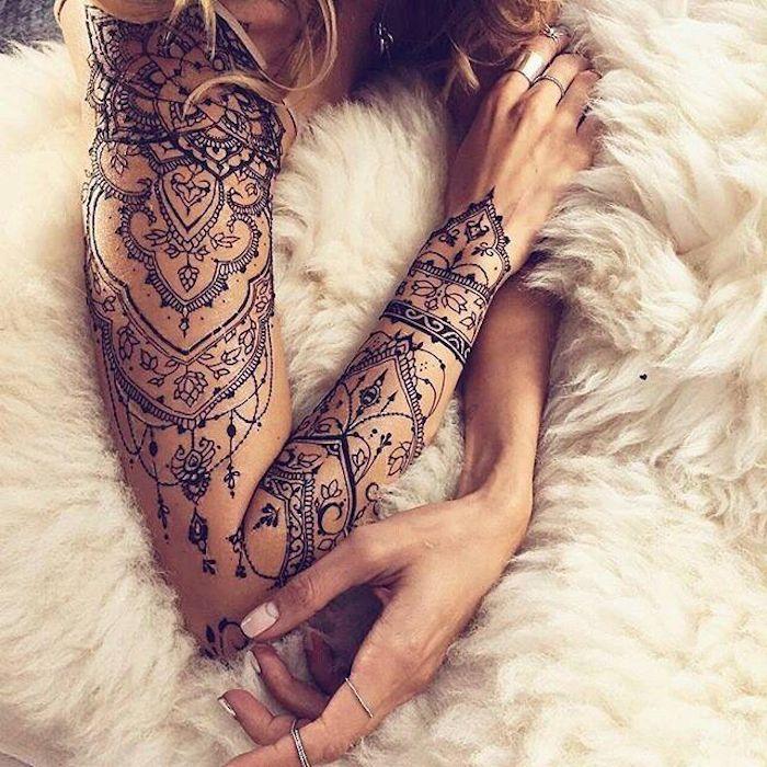 beliebteste tattoos, mandala tattoo mit vielen elementen am arm