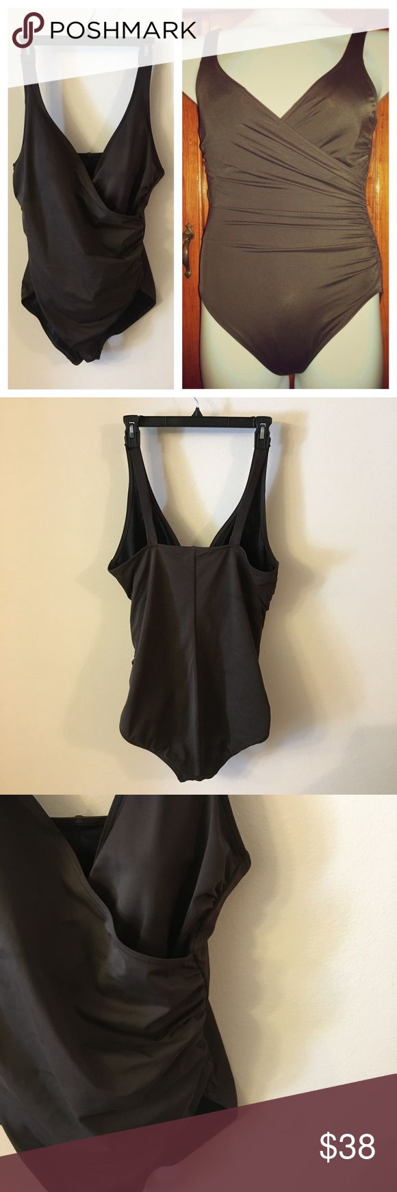 Lands' End Brown 1 Piece Swimming Suit size 16 📦Same day shipping if P.O. Open ❤ Measurements approximate. Descriptions accurate to the best of my knowledge  Lands' End dark brown 1-piece swimsuit. Size 16. Molded cups without any extra padding. Elastic under bra cups. There is some all over piling: please see close up photo. I'm not sure what use to be attached on the straps: not noticeable when worn. See close up photos of interior of all 4 straps. Smoke/pet free home. Flat unstretched…