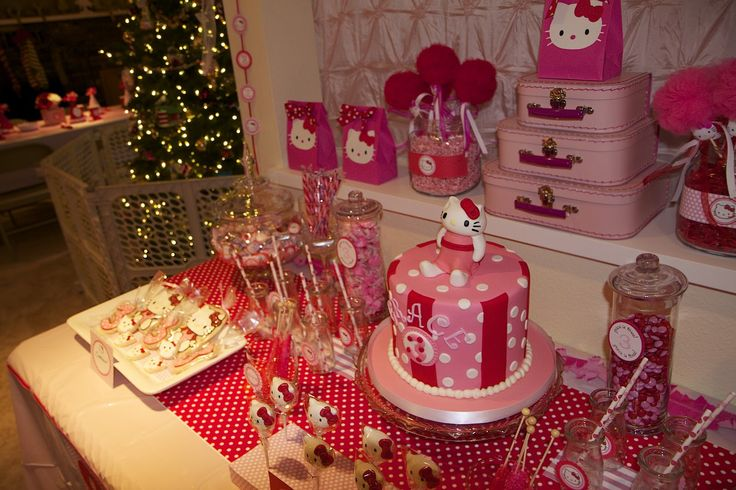37 best hello kitty images on pinterest hello kitty for Table exterieur hello kitty