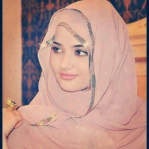 so gorgeous, love the Hijab she's wearing <3
