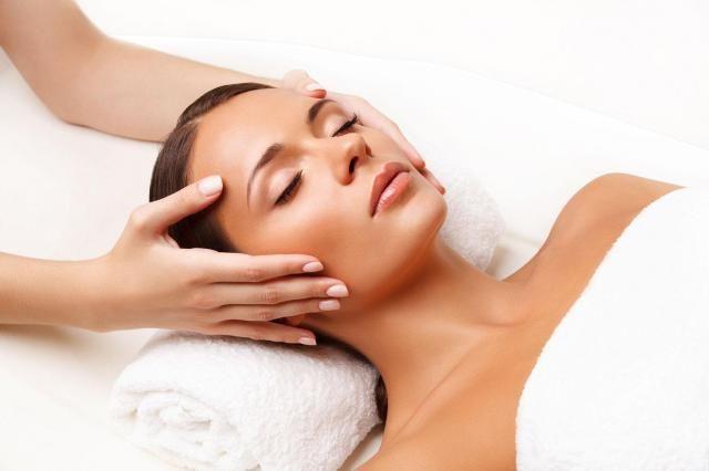 Masaż tważy: Niezwykle skuteczny sposób na zmarszczki