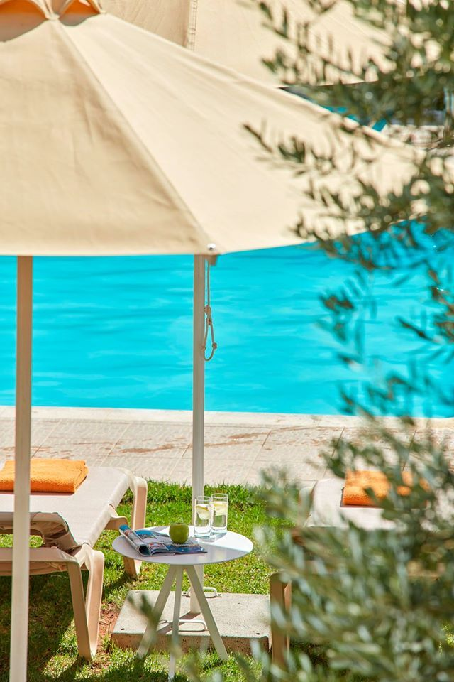 Enjoy your day under the Attik sun and relax by the swimming pool with a coffee or snack! September in Athens  #AttikAthens #swimmingpool #CivitelAttik