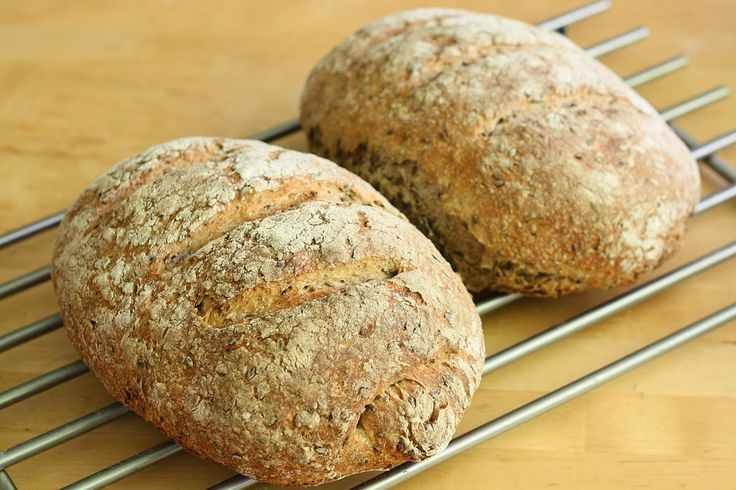 OkołoKuchennie: Chleb żytni z siemieniem lnianym i namoczonym czer...