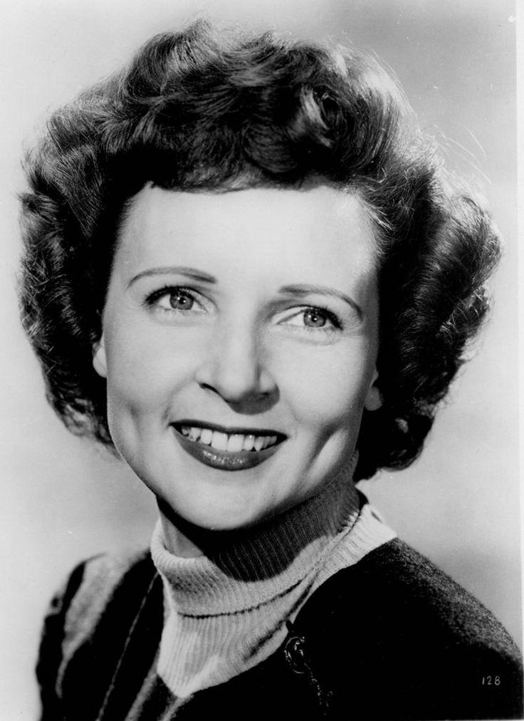 Tyttökullat-tähti Betty White 93 vuotta - näin hän on muuttunut * Lauantai 17.1.2015 klo 13.11 * Televisiotähden ura alkoi jo 1930-luvulla. * Kuva: Vuosina 1953-1955 Betty esiintyi sarjassa Life with Elizabeth. ♥ .