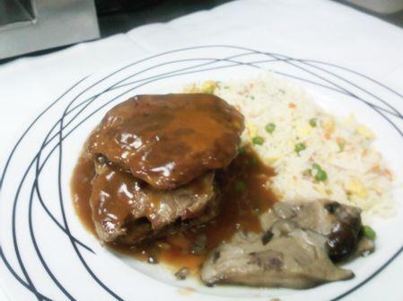 Solomillo de Pata Negra con Foie, salsa de Pedro Ximénez y arroz tres delicias
