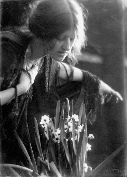 Clare with Narcissus, 1910, Imogen Cunningham