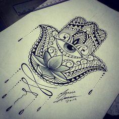 Tatuagens nas mãos flor de lotus com olho