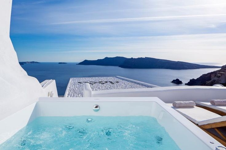 Holiday Villa in Oia with jacuzzi/hot tub and internet access