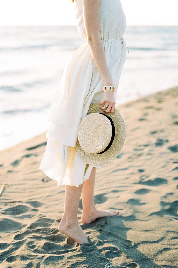 идеи для фото со шляпой море поездкой