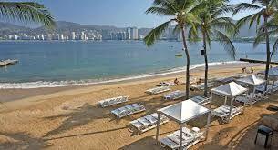 """Localizado en uno de los destinos turísticos más reconocidos a nivel mundial,tanto por su belleza natural como por su excitante vida nocturna,Park Royal Acapulco se encuentra ubicado en la exclusiva zona """"Playa del Secreto"""",área que invita a disfrutar del mar y la bella vista de la Bahía de Acapulco."""