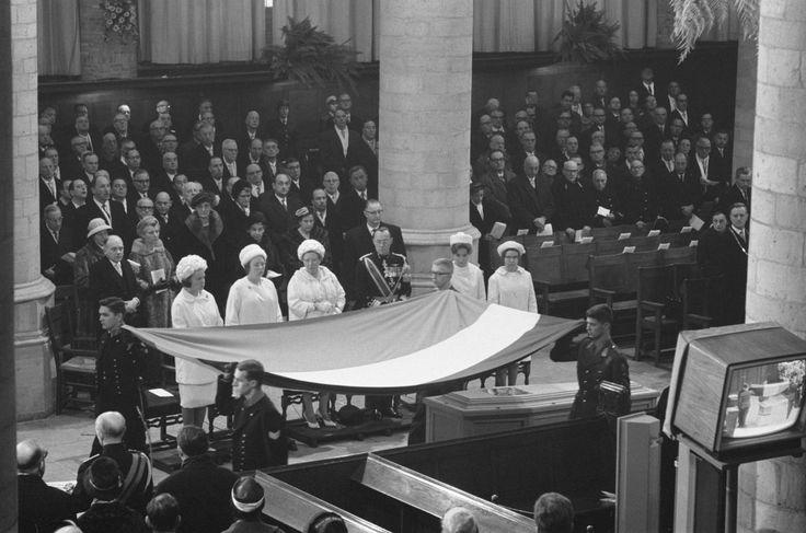 Bijzetting prinses Wilhelmina , het Koninklijk gezin Datum  8 december 1962