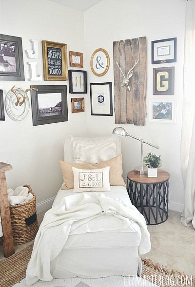 Love this home decor corner vignette—the design elements are eclectic & on trend❣ lizmarieblog.com
