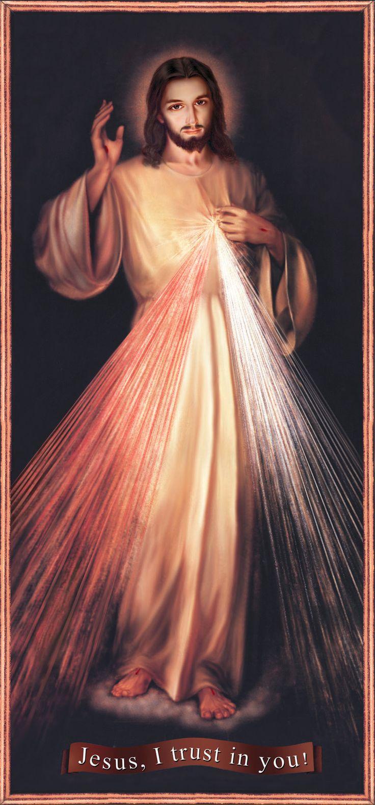 """Jesús Divina Misericordia     El esbozo de la imagen le fue revelado a Sor Faustina en la visión del 22 de febrero de 1931 en su celda del convento de Plock.   """"Al anochecer, estando yo en mi celda – escribe en el Diario – ví al Señor Jesús vestido con una túnica blanca. Tenía una mano levantada para bendecir y con la otra tocaba la túnica sobre el pecho. De la abertura de la túnica en el pecho, salían dos grandes rayos: uno rojo y otro pálido."""