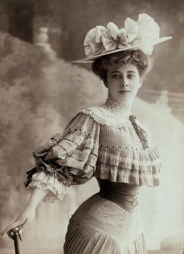 Real Gibson Girls - Edwardian fashion. Look at how tiny her waist appears in this dress.