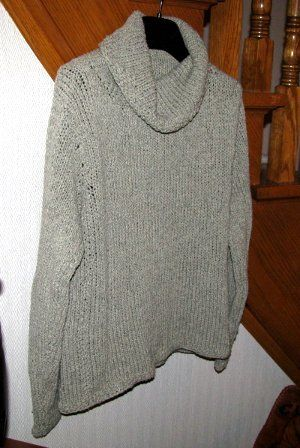 As cozy as a loose-fitting hooded sweatshirt, but stylish enough to wear at work, this Comfy Sweatshirt Sweater is ideal for autumn wardrobes, and is definitely a must-knit for the holidays. Knit in the stockinette and seed stitch, this chunky knit