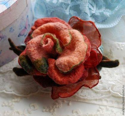 Броши ручной работы. Ярмарка Мастеров - ручная работа Валяная брошь из войлока Осенняя роза. Handmade.