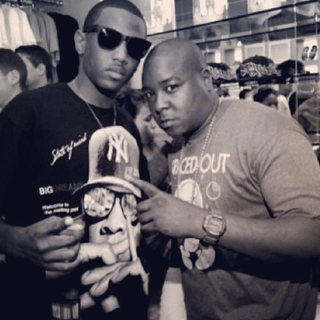 """http://chicagofabulousblog.com/wp-content/uploads/2014/03/Fabolous.jpgRapper Fabolous sampled Kanye West's On Sight, off the Yeezus album for his """"Young OG"""" single.     http://chicagofabulousblog.com/"""