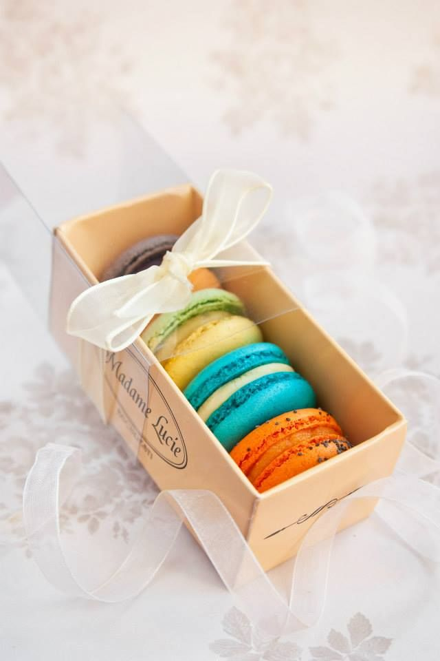 71 best Macarons packaging images on Pinterest | Macarons ...