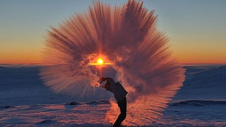 http://sokszinuvidek.24.hu/app/uploads/sites/11/2015/12/tossed-tea-arctic-photo-michael-davies-2-e1450801698763.jpg