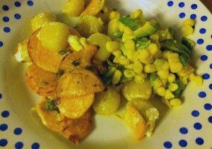 Gnocchi met zoete aardappel en maïs-avocado salsa  Een ge-emptyde fridge op locatie. De ijskast van een vriendin bevatte gnocchi, zoete aardappels, 1 maïskolf, 1 avocado, zure room en een beetje zachte geitenkaas.