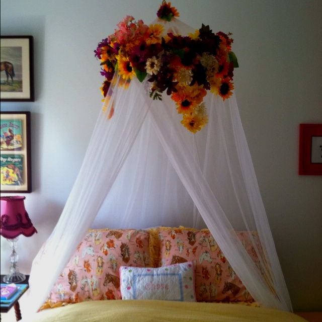 A floralized bed canopy - this is a definite! & 51 best Gracie u2014 Bed images on Pinterest | Bed canopies Canopy ...