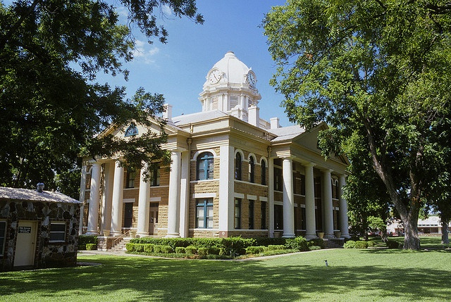 Mason County Courthouse by devils rancher, via Flickr