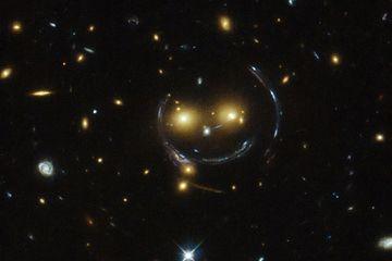 Teleskop Hubble Potret Citra 'Tersenyum' ini di Luar Angkasa