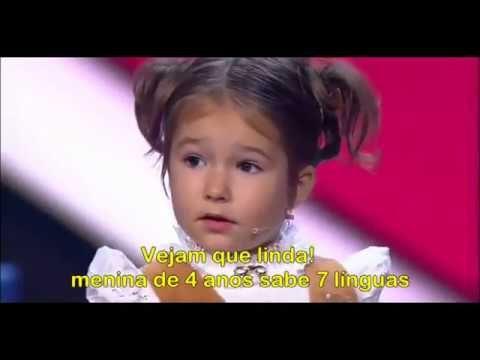 """Vejam que linda! Menina de 4 anos sabe 7 línguas """"SE INSCREVAM NO CANAL"""""""