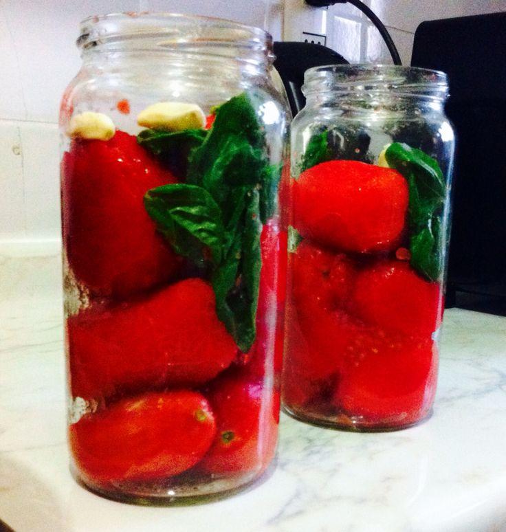 Conservas de Tomates, Albahaca y Ajo!!