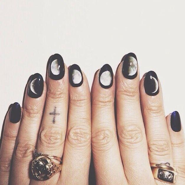 лунный дизайн ногтей  слайдер  Lunar French manicure