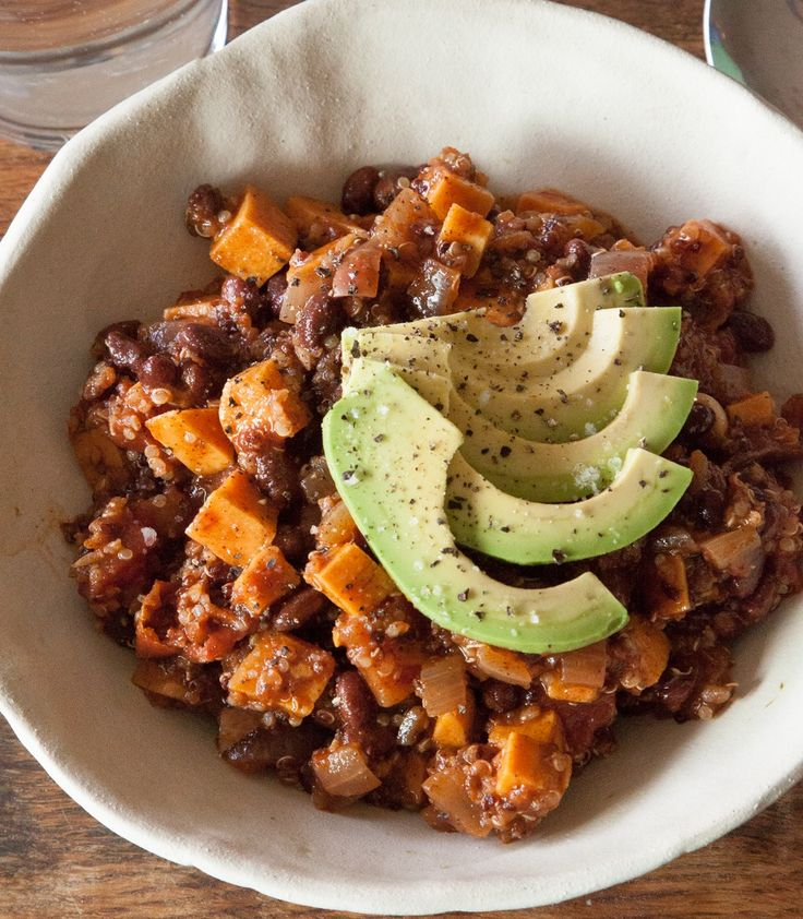 This high protein sweet potato chili recipe is a healthy meal that works for lunch, dinner, or a snack.