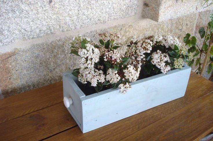 Una bonita jardinera hecha con tablas de palets