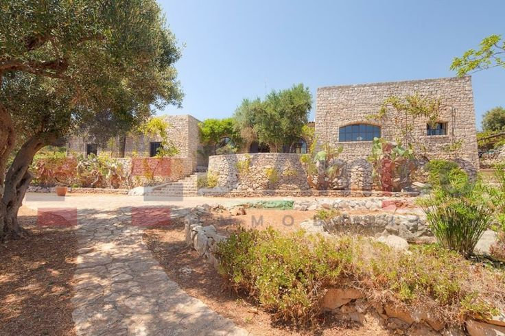 Prestigiosa Villa con piscina e vista sul mare Adriatico in vendita a S. Maria di Leuca (Italy-Puglia-Salento) / Prestigious villa with swimming pool and views of the Adriatic sea for sale in S. Maria di Leuca (Italy-Puglia-Salento) http://www.damicoimmobiliare.it
