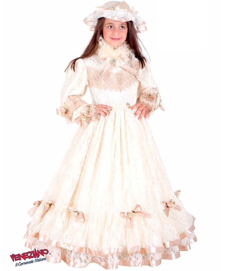 Детский исторический костюм принцессы Сисси включает платье, головной убор и обруч. Подробнее с ценами — http://fas.st/dhuyfg