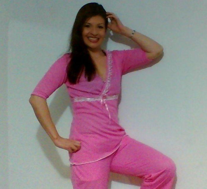 Pijama de mujer pantalón largo con bolsillos y blusita cruzada manga 3/4. $ 45.000