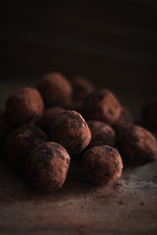 date & cocoa raw truffles    10-15 good quality soft dates  2 tbsp unsweetened cocoa powder  1-2 tbsp of olive oil/coconut oil/rum/vanilla (optional)  more unsweetened cocoa to roll the truffles in.    mix in food blender, form balls by hand and roll in cocoa.  Enjoy :)