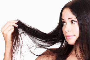 Rimedi naturali contro la caduta dei capelli - Dai semi di lino al rosmarino all'olio di mandorle, ecco quali sono i prodotti naturali che vi permetteranno di rinforzare i capelli e contrastarne la caduta.