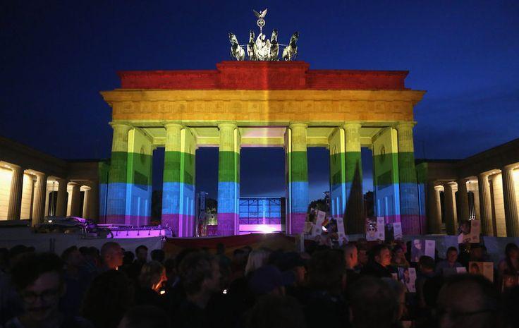 La Germania legalizza i matrimoni omosessuali - 30 Giu 2017 - Dalle immagini si vede il cancelliere Angela Merkel votare no: «Il matrimonio è tra un uomo e una donna», ha poi dichiarato con un comunicato stampa