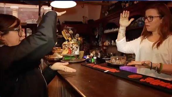 Bologna: il primo bar gestito da sordi Frequentato da tutti, si impara la lingua dei segni: grande successo http://www.corriere.it/inchieste/reportime/societa/bologna-primo-bar-gestito-sordi/f0cab6b2-d64b-11e4-b0f7-93d578ddf348.shtml