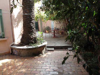 jardin de l'annexe d'hôtel proche de Collioure en Pyrénées-Orientales