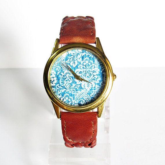 Perfect Denim Leather Watch Polshorloge, vrouwen horloges, Vintage stijl, dameshorloge, gevlochten lederen blauw Denim, unieke geschenken, Schepen wereldwijd Type: Quartz Instelbaar van 16,5 cm tot 20.3 cm (6.50 inch naar 8.0 inches). Als u extra gaten voor aanpassing wilt, gelieve Noteer bij kassa of stuur me een convo Display: analoog Bellen venster materiaal: glas Kleur kast: goud Materiaal: metaal Case Diameter: 3.3 cm (1.29 inch) Zaak dikte: 0,6 cm (0,23 inch) Band materiaal: Kunstleer…