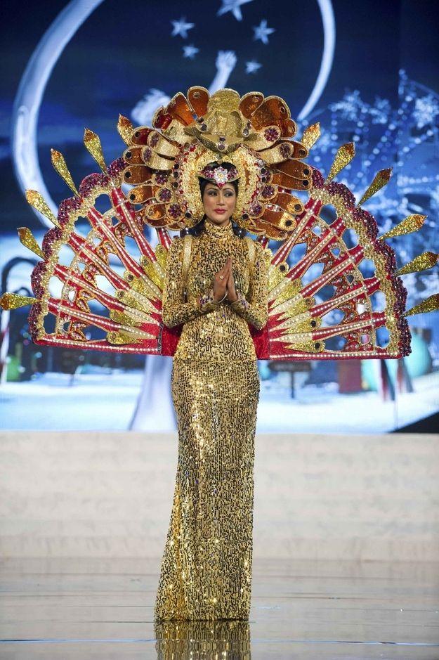 Miss Sri Lanka — Most Intense Gold Sparkles