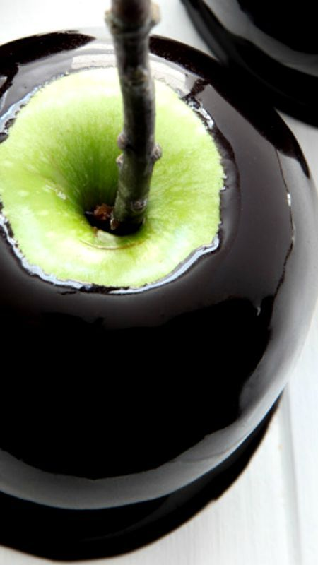 Spooky black caramel apples recipe caramel apple for Caramel apple recipes for halloween