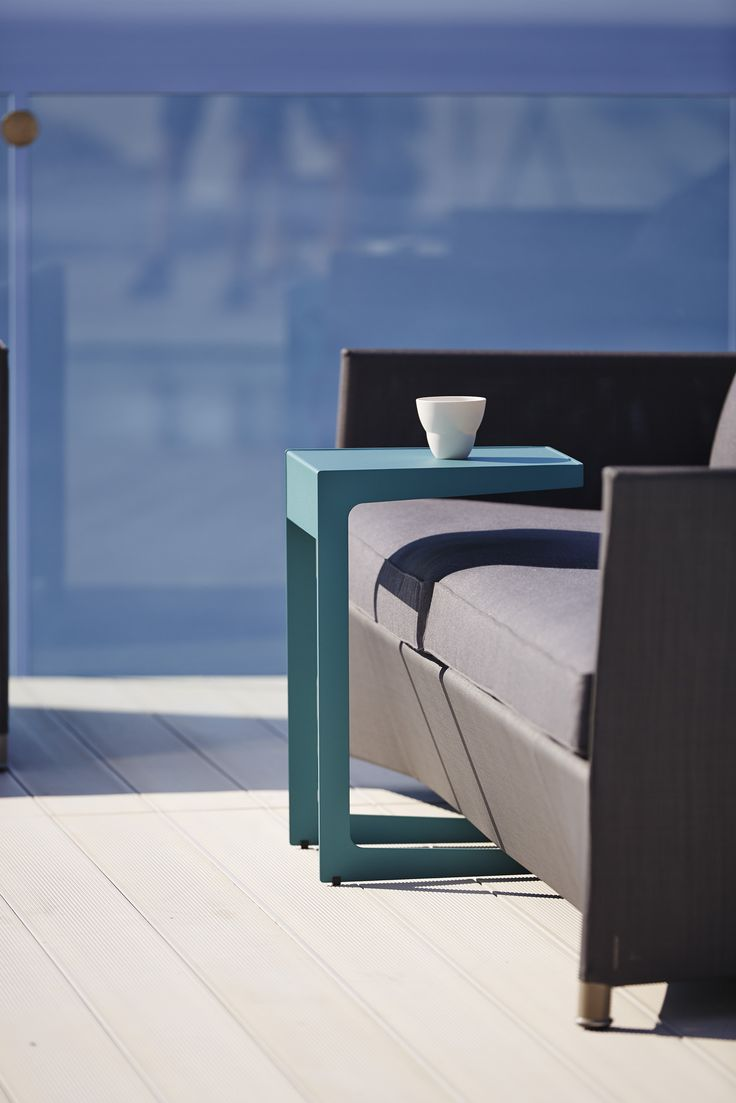Time-out side table, in Aqua and white