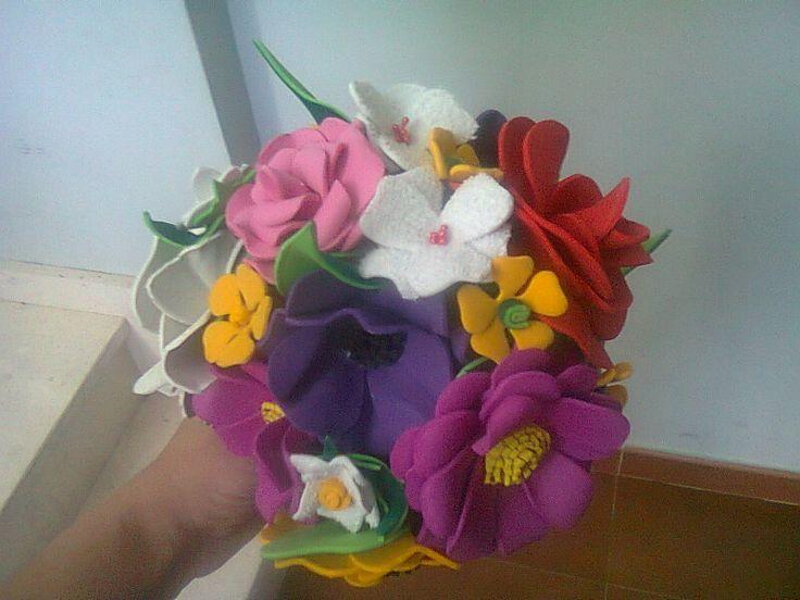 Ramo de flores en goma eva goma eva detalles para - Flores de goma eva ...