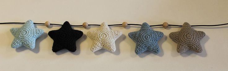 filihunkat: DIY på hæklede stjerner til barnevognskæde (crochet stars for pram)